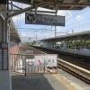 なぜか惹きつけられる切り欠き式ホーム:南海浜寺公園駅