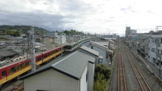 東福寺駅南側で展開される京阪とJRのダイナミックな立体交差