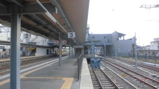 なぜか惹きつけられる切り欠き式ホーム:JR長浜駅