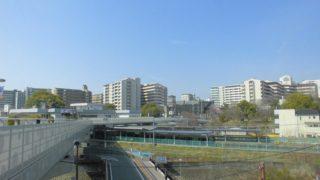 伊丹駅[JR西日本](兵庫県伊丹市)~頓挫した空港アクセス線構想の形跡を残し、輸送改善と巨大イオンモールで大変貌を遂げた酒造の町・伊丹の代表駅~