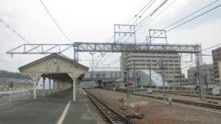木津駅[JR西日本](京都府木津川市)~関西では珍しい3路線の単線分岐に、斬新な駅舎と超レトロなホームとの激しいギャップも魅力的なターミナル駅~
