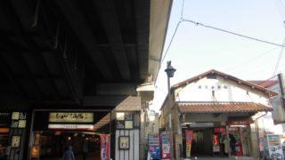 住吉大社駅[南海](大阪市住吉区)~廃止となる阪堺住吉公園駅に隣接し、神社を意識した朱塗りのホームと複々線の開放的な眺望が魅力的な駅~