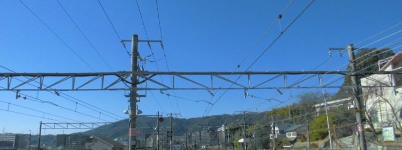 山崎駅[JR西日本](京都府大山崎町)~「鉄道撮影のメッカ」であり、ホームが府境を跨ぐ珍しい立地で有名な「天下分け目の天王山」の最寄駅~