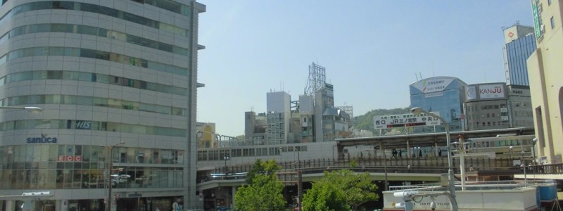 三ノ宮駅[JR西日本](神戸市中央区)~コンパクトな構造のホーム上から並走する阪急電車の姿が楽しめる、兵庫県内最多の利用客数を誇るターミナル駅~