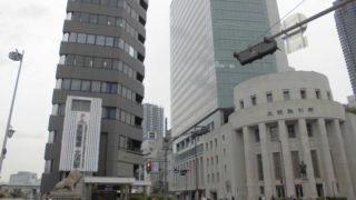 北浜駅[京阪](大阪市中央区)~世界初の先物取引が行われた大阪を代表する金融街に位置し、限界ギリギリの狭隘なホームが印象的な特急停車駅~