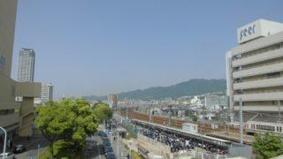 住吉駅[JR西日本](神戸市東灘区)~頭上を走行する六甲ライナーの光景が堪能できる、自称・住吉大社の親玉である本住吉神社最寄りの快速停車駅~