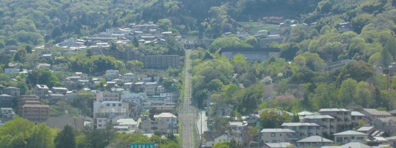鳥居前駅[近鉄](奈良県生駒市)~近鉄生駒駅に直結し、ケーブル線では珍しい複々線や踏切の情景が堪能できる、日本最初のケーブル線の始発駅~